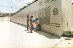 Sid Shapiro laying a wreath for the fallen soldiers
